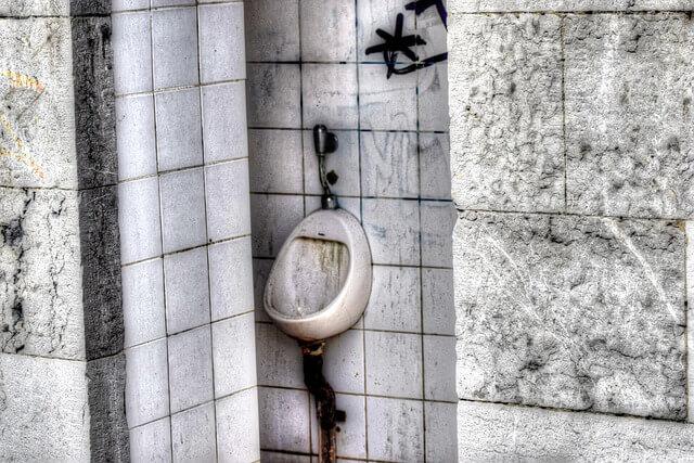 トイレ掃除の頻度をサボると