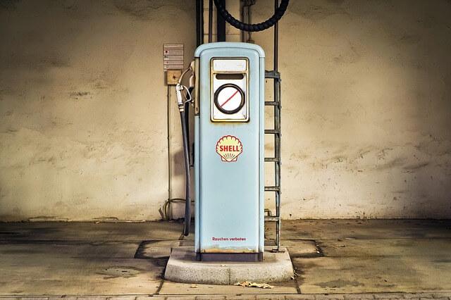 どこでガソリン携行缶に給油できるのか?