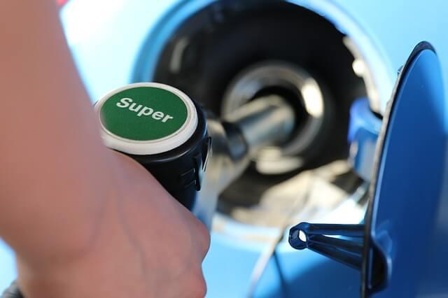 セルフでガソリン携行缶に給油できるのか?