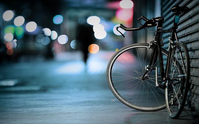 飲酒後、気分良く自転車を押しながら帰っていたら