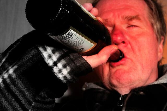 お酒を飲むと全身がまだらに赤くなる