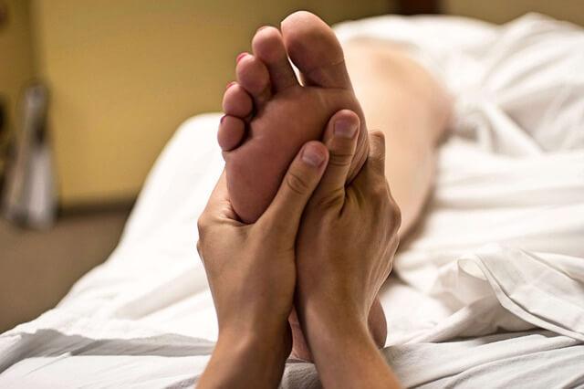 お酒のむくみ解消法!足と顔それぞれむくみをとる3つの対策