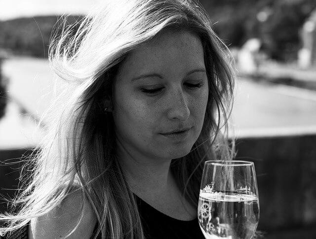 女性がアルコール依存症になり易い3つの理由と症状別の対処法まとめ