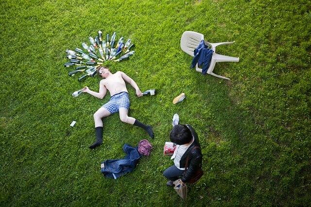 お酒を飲んだ後の気持ち悪さの原因とは?