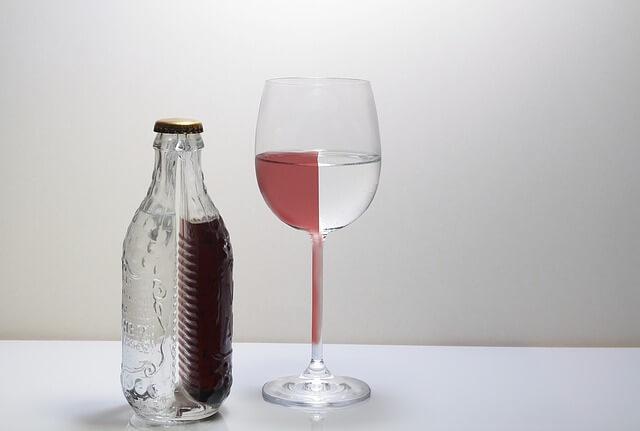 飲酒後に水を飲むとアルコールが早く分解される4つの理由